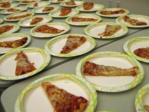 pizza table plates