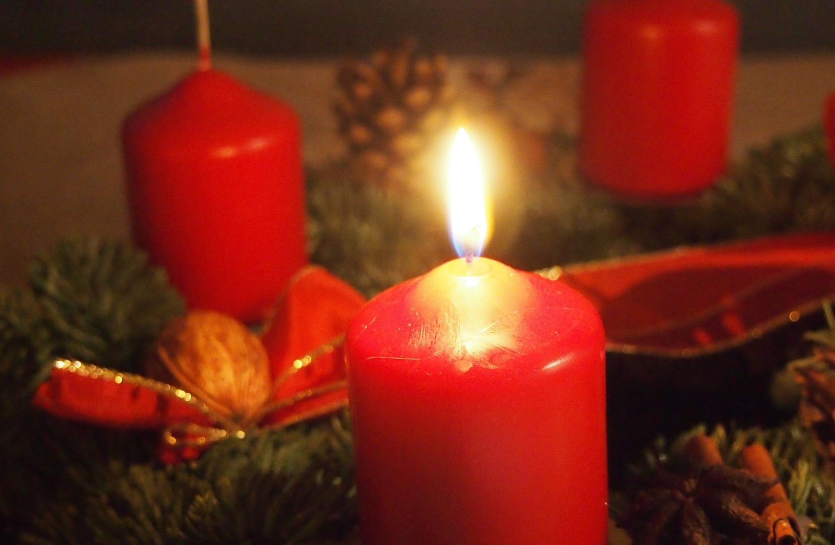 Advent wreath bright