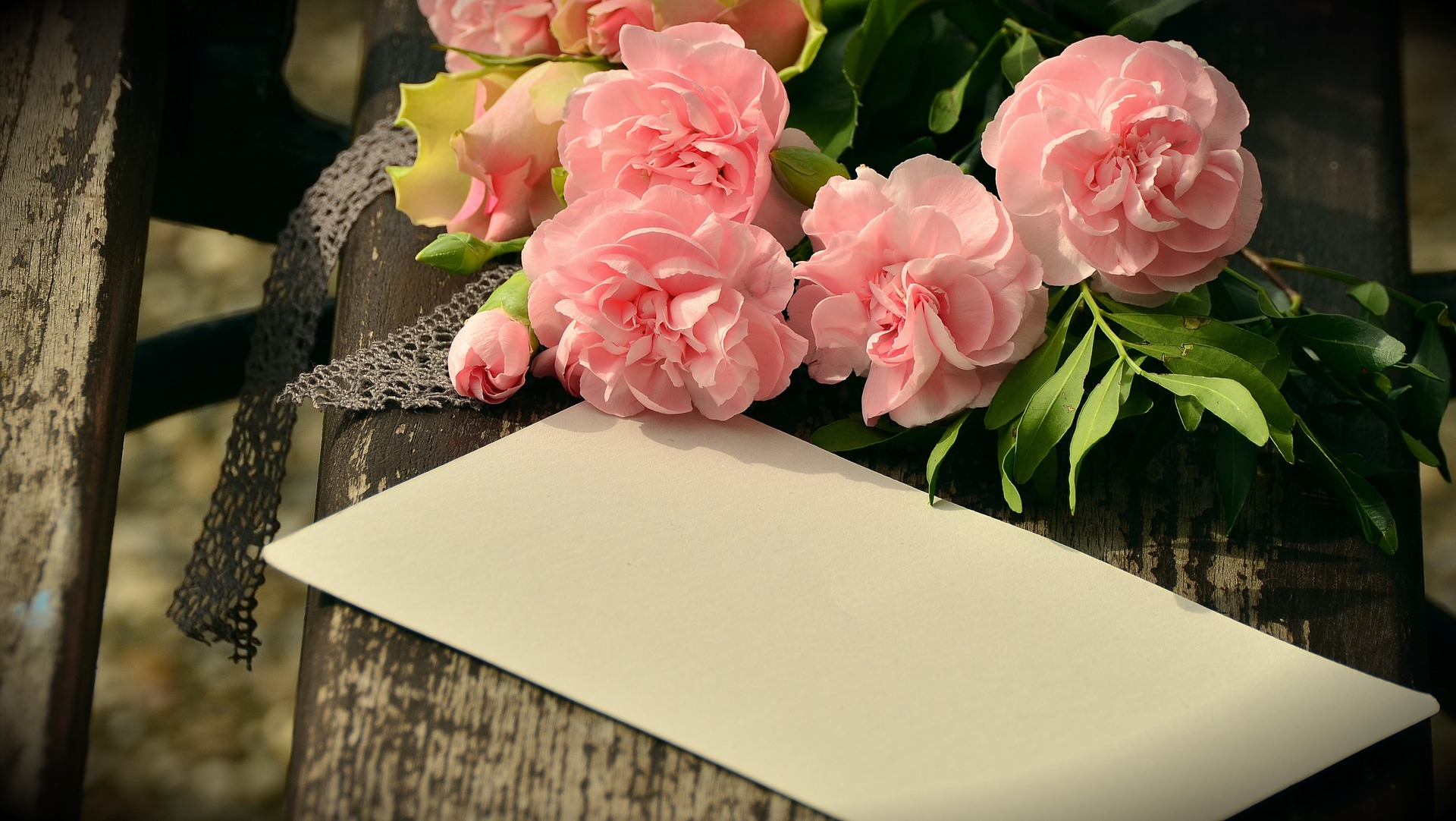How to Write a Condolence Note: 5 Tips